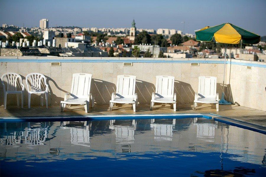 מלון קיסר פרמייר ירושלים - בריכה על הגג