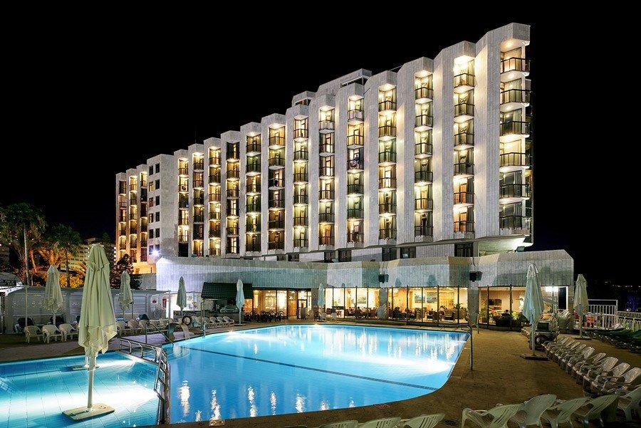 מלון קיסר טבריה - בריכה בלילה