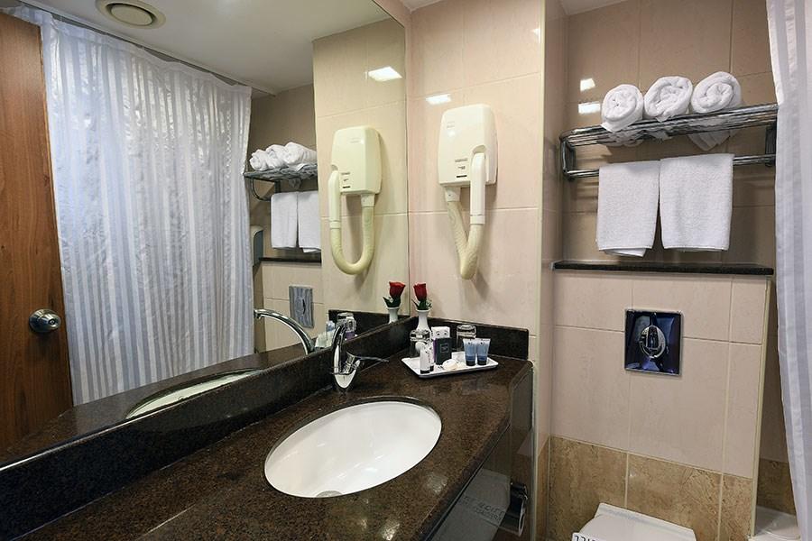 מלון קיסר אילת - חדר רחצה